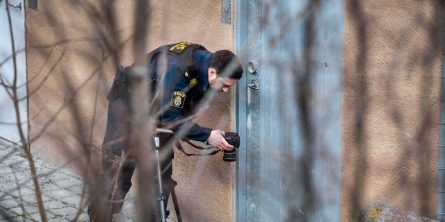Polisen vid mordplatsen.  Henrik Montgomery/TT / TT NYHETSBYRÅN