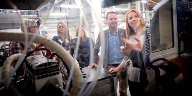 Centerledaren Annie Lööf besöker Powercells fabrik. Björn Larsson Rosvall/TT / TT NYHETSBYRÅN