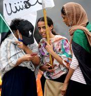Kvinnor som demonstrerar. Marwan Ali / TT NYHETSBYRÅN