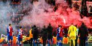 Basel firar med sina supportrar. JASON CAIRNDUFF / TT NYHETSBYRÅN