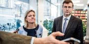 Valdis Dombrovskis med Sveriges finansminister Magdalena Andersson (S). Arkivbild. Lars Pehrson/SvD/TT / TT NYHETSBYRÅN