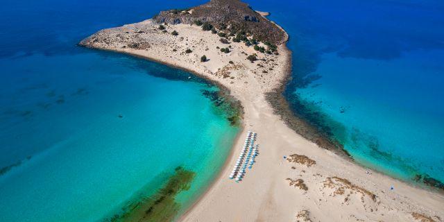 Elafonisos är en grekiska pärla som inte riktigt blivit upptäkt ännu, tipsar Vagabond. Grekiska Statens Turistbyrå