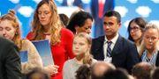 Greta Thunberg och andra på Davosmötet idag. Markus Schreiber / TT NYHETSBYRÅN