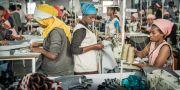 Fabriksarbetare i en textilfabrik utanför Addis Abeba som tillverkar kläder för H&M. Den nya fabriken ska ligga i Hawassa. Yvonne Åsell/SvD/TT / TT NYHETSBYRÅN