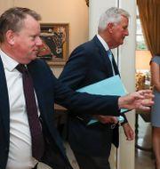 Storbritanniens förhandlare David Frost (närmast kameran) och EU-förhandlaren Michel Barnier under fredagens möte i Bryssel Yves Herman / TT NYHETSBYRÅN