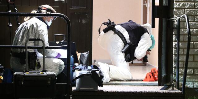 Polisens tekniker vid brottsplatsen i Linköping. Jeppe Gustafsson/TT / TT NYHETSBYRÅN