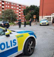 Polise på plats i Flemingsberg efter händelsen.  Johan Jeppsson/TT / TT NYHETSBYRÅN
