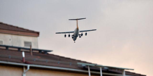 Flyg på väg mot Bromma flygplats.  Henrik Montgomery / TT / TT NYHETSBYRÅN