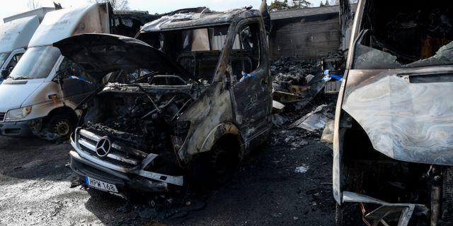 Natten till söndag sattes bilar i brand på minst fem olika platser i Märsta norr om Stockholm. Johan Nilsson / TT / TT NYHETSBYRÅN