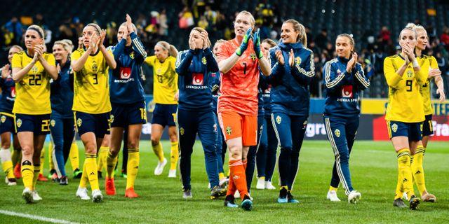 Svenska laget efter träningsmatchen mot Tyskland i april. JOEL MARKLUND / BILDBYRÅN
