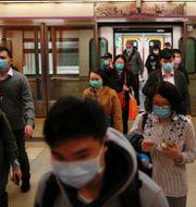 Den smittade är en 33-årig man i Hongkong. TYRONE SIU / TT NYHETSBYRÅN