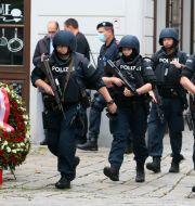 Poliser i Wien. Ronald Zak / TT NYHETSBYRÅN