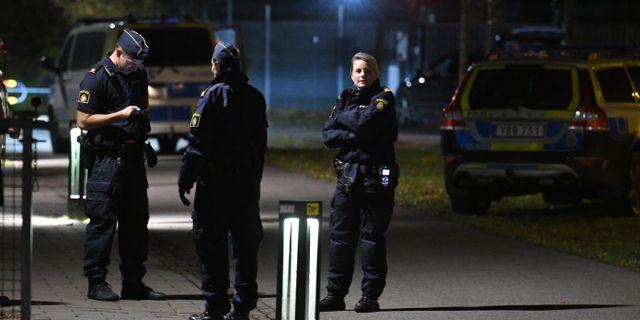 Polis vid Annelundsgatan efter ett av de aktuella ouppklarade morden.  Johan Nilsson/TT / TT NYHETSBYRÅN