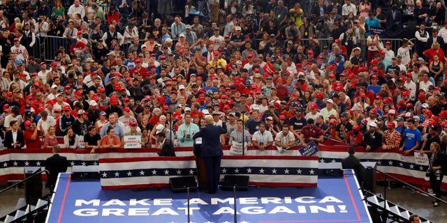Trump och publiken.  CARLOS BARRIA / TT NYHETSBYRÅN