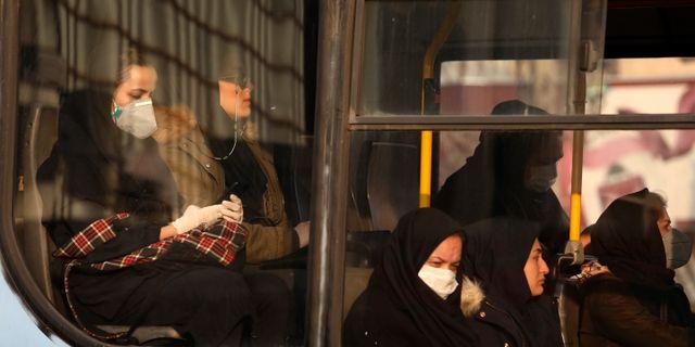Kvinnor på en buss i Teheran. Vahid Salemi / TT NYHETSBYRÅN