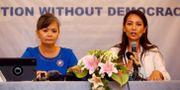 Vicepresidenten för oppositionspartiet CNRP Mu Sochua (t.v.) och partiets utrikespolitiska talesperson Monovithya Kem (t.h.)  WILLY KURNIAWAN / TT NYHETSBYRÅN