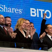 ProShares CEO Michael Sapir, second right, and company Global Investment Strategist Simeon Hyman, right, lead the New York Stock Exchange opening bell celebration, Tuesday, Oct. 19, 2021. Richard Drew / TT NYHETSBYRÅN