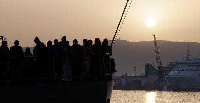 Migranter på båt. Arkivbild.  Antonio Calanni / TT NYHETSBYRÅN