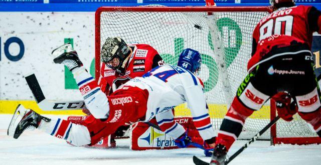 Oskarshamns Nolan Zajac sätter 2-3 på Malmö Redhawks under förra säsongen.  CHRISTIAN ÖRNBERG / BILDBYRÅN