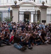 Demonstrationen utanför kulturdepartementet i Havanna Ismael Francisco / TT NYHETSBYRÅN