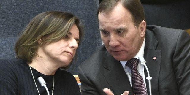 Isabella Lövin (MP) och Stefan Löfven (S). Claudio Bresciani/TT / TT NYHETSBYRÅN