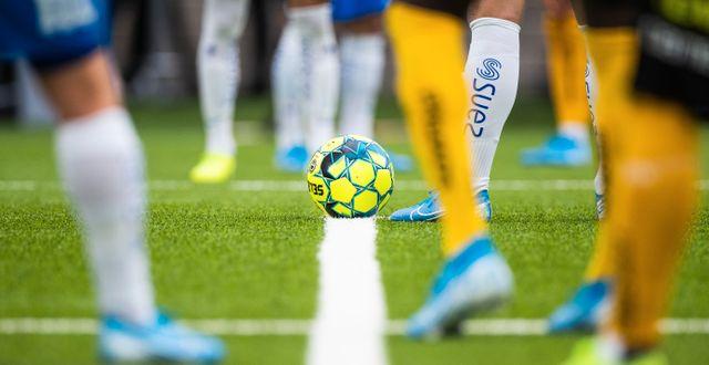 Spelare i Allsvenskan väntar på avspark. PETER HOLGERSSON / BILDBYRÅN