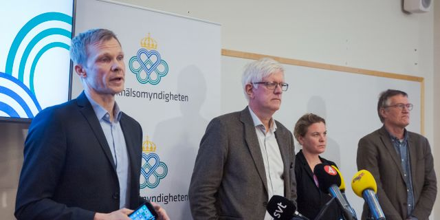 Folkhälsomyndighetens presschef Christer Janson längst till vänster.  Lisa Arfwidson/SvD/TT / TT NYHETSBYRÅN