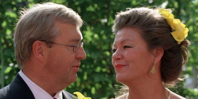 Dåvarande finansministern Erik Åsbrink och dåvarande skolminister Ylva Johansson vigdes 2002. Rolf Höjer/TT / TT NYHETSBYRÅN