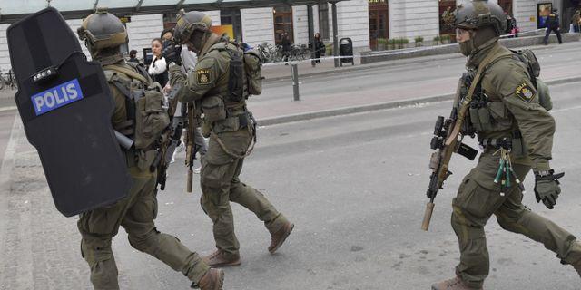 Poliser under insatsen efter terrordådet i Stockholm. Jessica Gow/TT / TT NYHETSBYRÅN