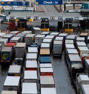 Arkivbild: Lastbilsköer vid hamnen i brittiska Dover, 11 december 2020.  Frank Augstein / TT NYHETSBYRÅN