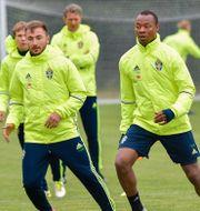 Muamer Tankovic och Carlos Strandberg på onsdagens träning. Jonas Ekströmer/TT / TT NYHETSBYRÅN