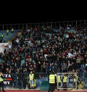 Bulgariska fans under matchen.  CARL RECINE / BILDBYRÅN