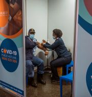 Vaccinering i Sydafrika. Alet Pretorius / TT NYHETSBYRÅN