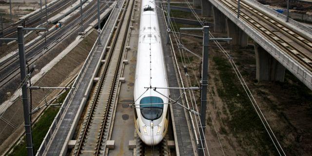 Kinesiskt höghastighetståg. STR / TT NYHETSBYRÅN/ NTB Scanpix