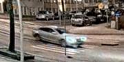 Här syns den misstänkta personen lämna platsen kort innan bomben detonerar. SVT Nyheter Stockholm