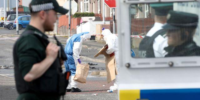 Polisens tekniker på platsen där Lyra McKee sköts PAUL FAITH / AFP