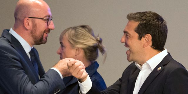 Belgiens premisäminister Charles Michel tillsammans med Greklands premiärminister Alexis Tsipras vid Nato-mötet i Bryssel förra veckan. Benoit Doppagne / TT NYHETSBYRÅN