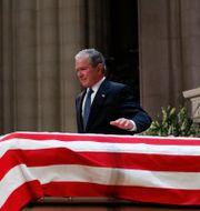 George W Bush efter sitt tal.  Alex Brandon / TT NYHETSBYRÅN/ NTB Scanpix