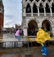 Venedig förberedde sig inför stormen Alex. Claudio Furlan / TT NYHETSBYRÅN