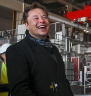 Elon Musk och Armin Laschet under fredagen.  Patrick Pleul / TT NYHETSBYRÅN