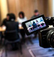 Bild från när journalister intervjuar Grace Meng i Lyon i Frankrike i helgen.  JEFF PACHOUD / AFP