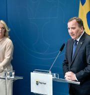 Lena Hallengren och Stefan Löfven. Anders Wiklund/TT / TT NYHETSBYRÅN