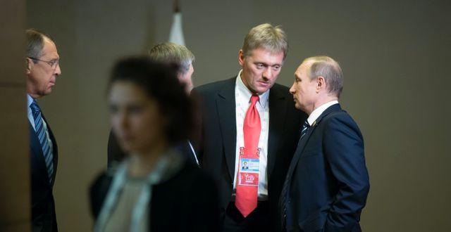 Dmitrij Peskov som är Kremls presstalesperson meddelade i dag att de är besvikna på vaccinationstakten. Alexander Zemlianichenko / TT / NTB Scanpix