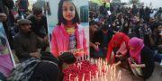 Människor sörjer 7-åriga Zainab Ansari. K.M. Chaudary / TT / NTB Scanpix