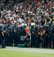 Polis på plats under mötet mellan Nice och Marseille. ERIC GAILLARD / BILDBYRÅN
