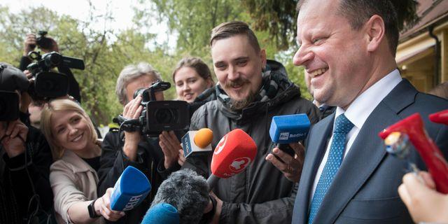Saulius Skvernelis (höger) på söndagen. Mindaugas Kulbis / TT NYHETSBYRÅN
