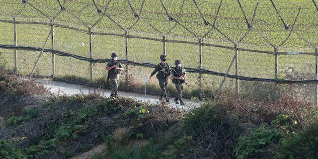 Sydkoreanska soldater patrullerar vid gränsen mot Nordkorea. Ahn Young-joon / TT NYHETSBYRÅN