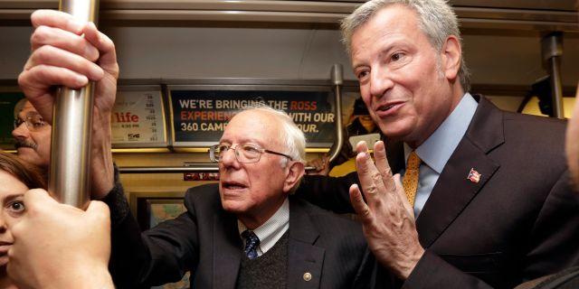 Bernie Sanders och Bill de Blasio. Arkivbild. Richard Drew / TT NYHETSBYRÅN