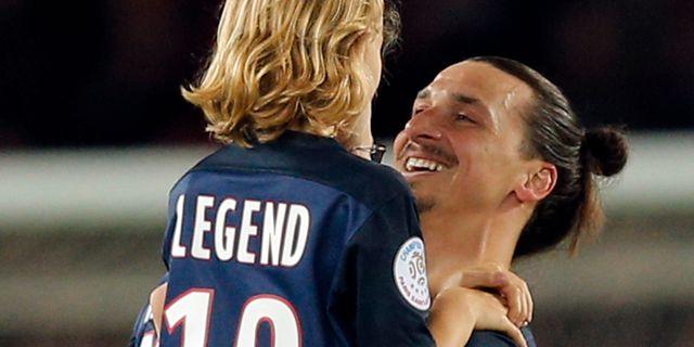 Zlatan Ibrahimovic i PSG-tröja tillsammans med sonen Vincent 568730030156c