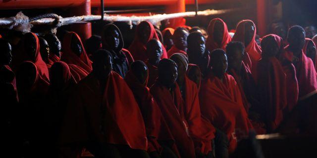 Migranter som räddades i slutet av veckan, bilden från 23 maj. JON NAZCA / TT NYHETSBYRÅN